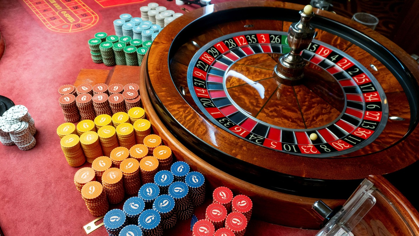 History and Advantages of Playing Online Casino