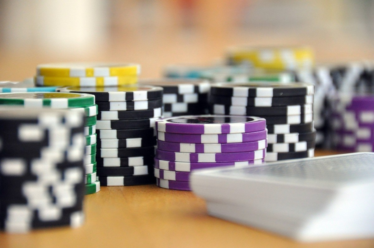 Reasons People Switch to Playing Poker Online
